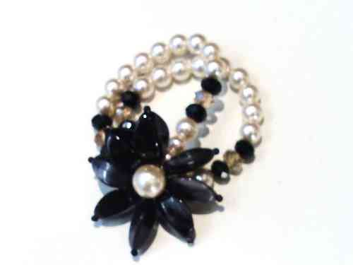 Pearl Flower Bracelet in Black and Pearl